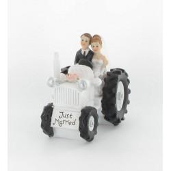 Figurine de mariés sur tracteur
