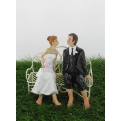 Couple de mariés assis