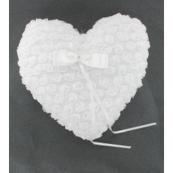 Coussin d'alliance coeur roses blanches