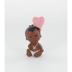 Bébé fille métisse avec ballon 8cm