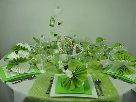 votre table de mariage en vert et blanc id es deco id f tes. Black Bedroom Furniture Sets. Home Design Ideas