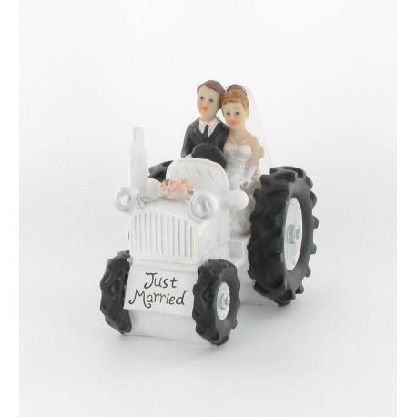 Couple mariés sur tracteur